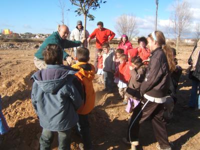 Niños del colegio público de Villarreal de Huerva participan en la acción de compensación de CO2 organizada por la Red Equal de Aragón